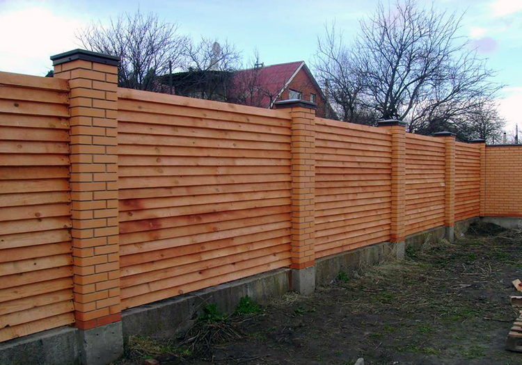 забор в виде лесенки