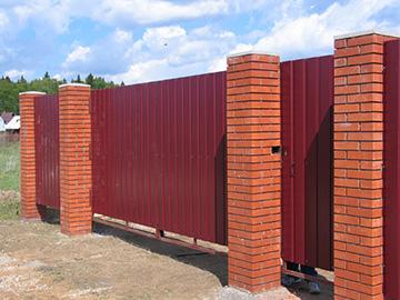 красный кирпич - ворота