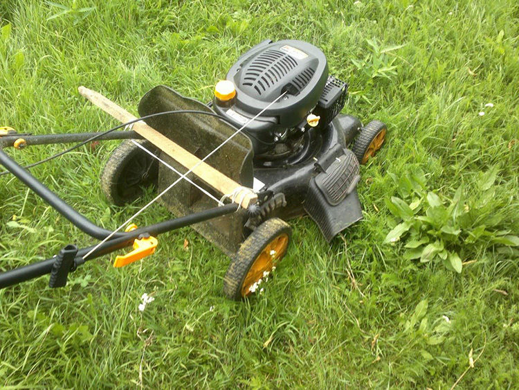 легкая простая газонокосилка